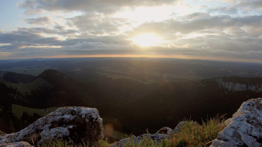 Coucher de soleil au sommet du Chasseron, Suisse