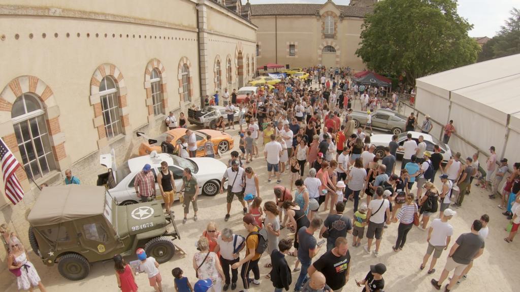 Expositions des voitures de cinéma à Cluny