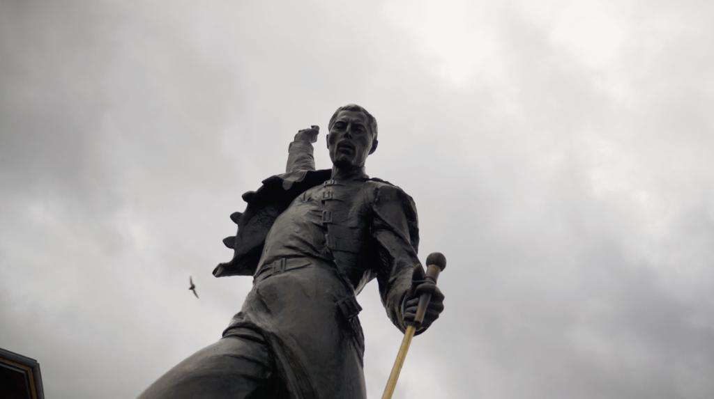 Freddie Mercury face au Lac Léman