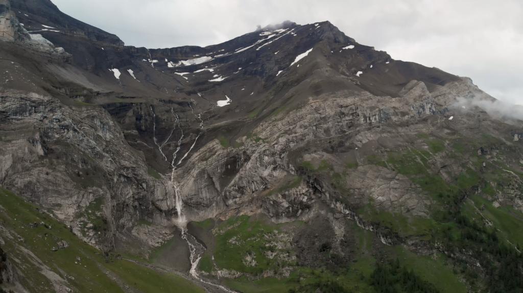 Glacier des Diablerets cascade
