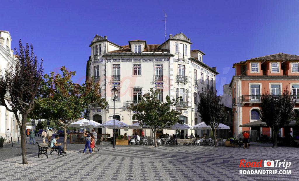 La place Rodrigues Lobo