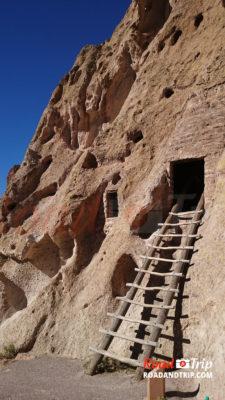 Les échelles à Bandelier National Monument