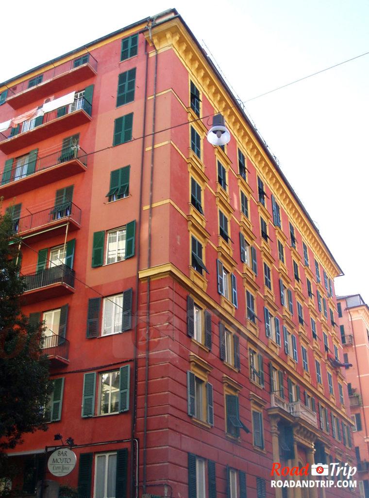 Les bâtiments en murs rouges de Gênes