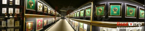 L'immense couloir des disques d'or et de platine
