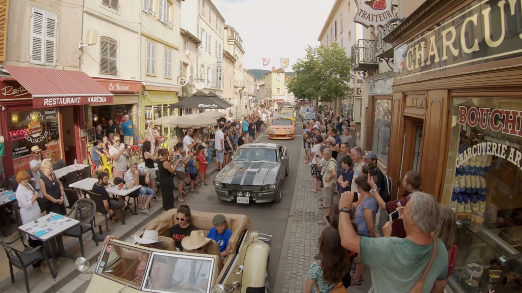 Parade des voitures de cinéma à la Rencontre Européenne des Voitures Stars de Cinéma REVSC