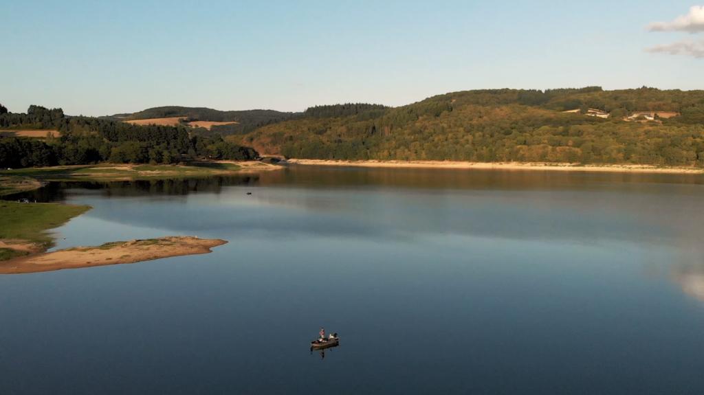 Pecheur au Lac de Pannecière