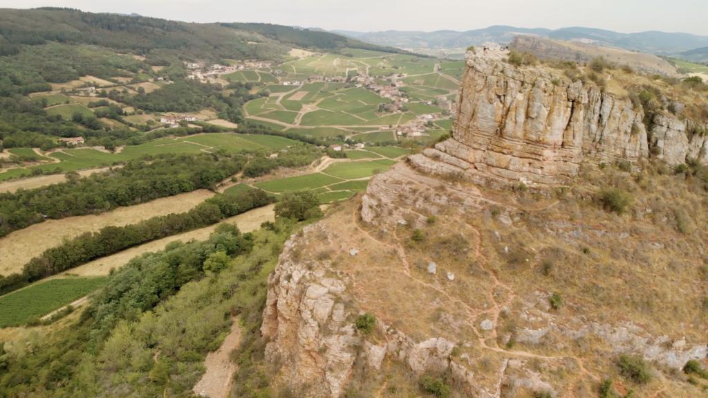 Roche de Solutré aux environs de Cluny