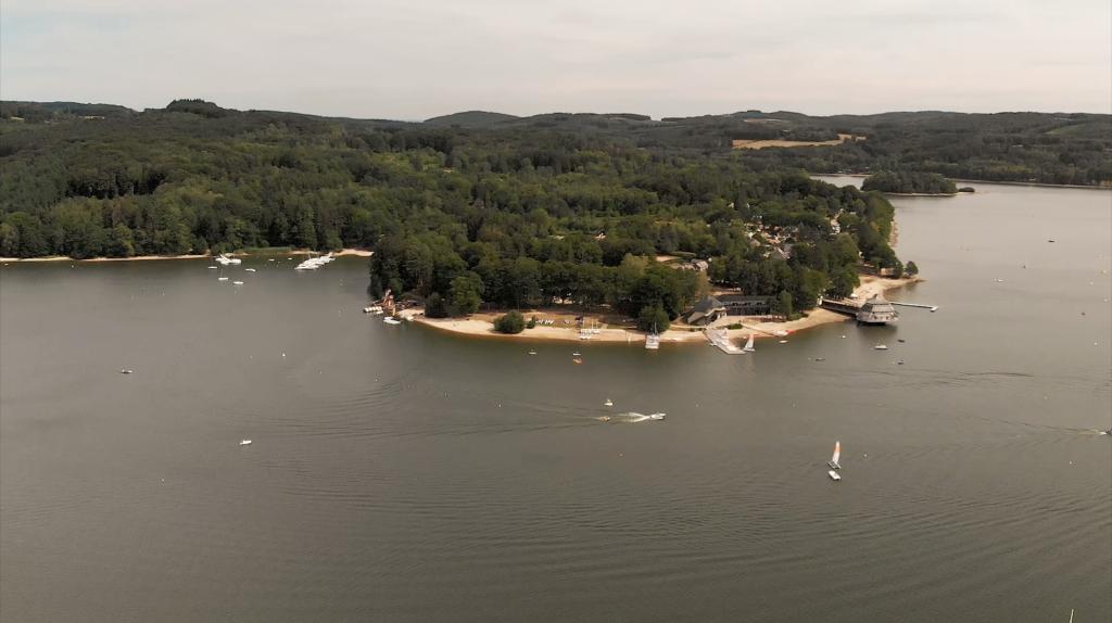 Vue aérienne du Lac des Settons